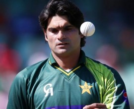 Mohammed-Irfan-of-Pakistan-prepares-to-bowl-during-the-4th-Momentum-One-Day-Internati